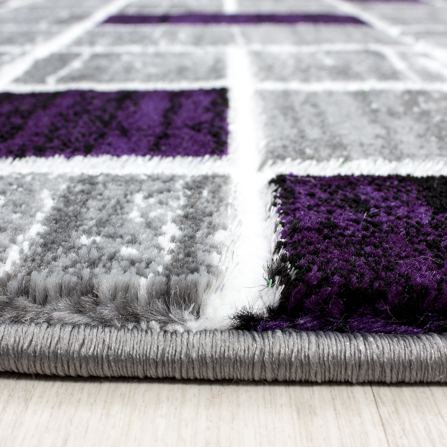 Tapis de salon en polypropyl ne violette neo pas cher for Tapis salon colore pas cher