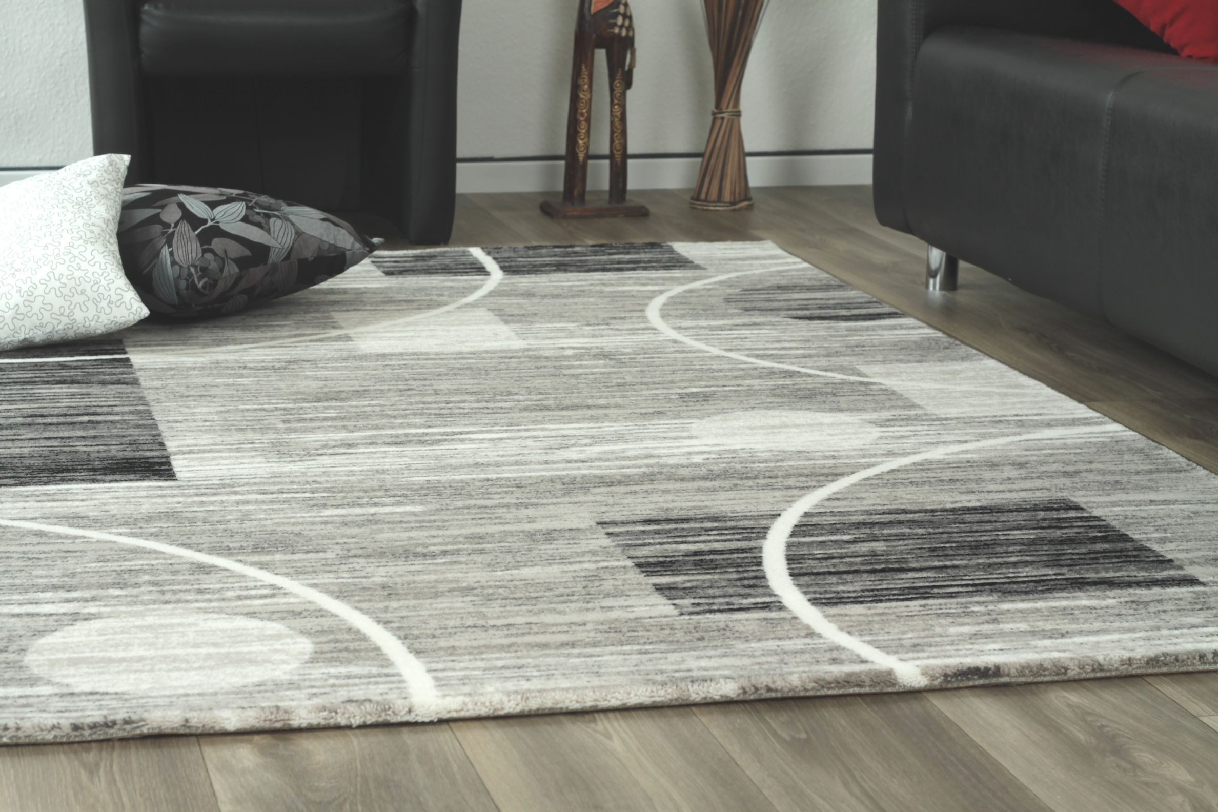 Tapis de salon design en acrylique moderne nevio 6 for Tapis pour salon pas cher