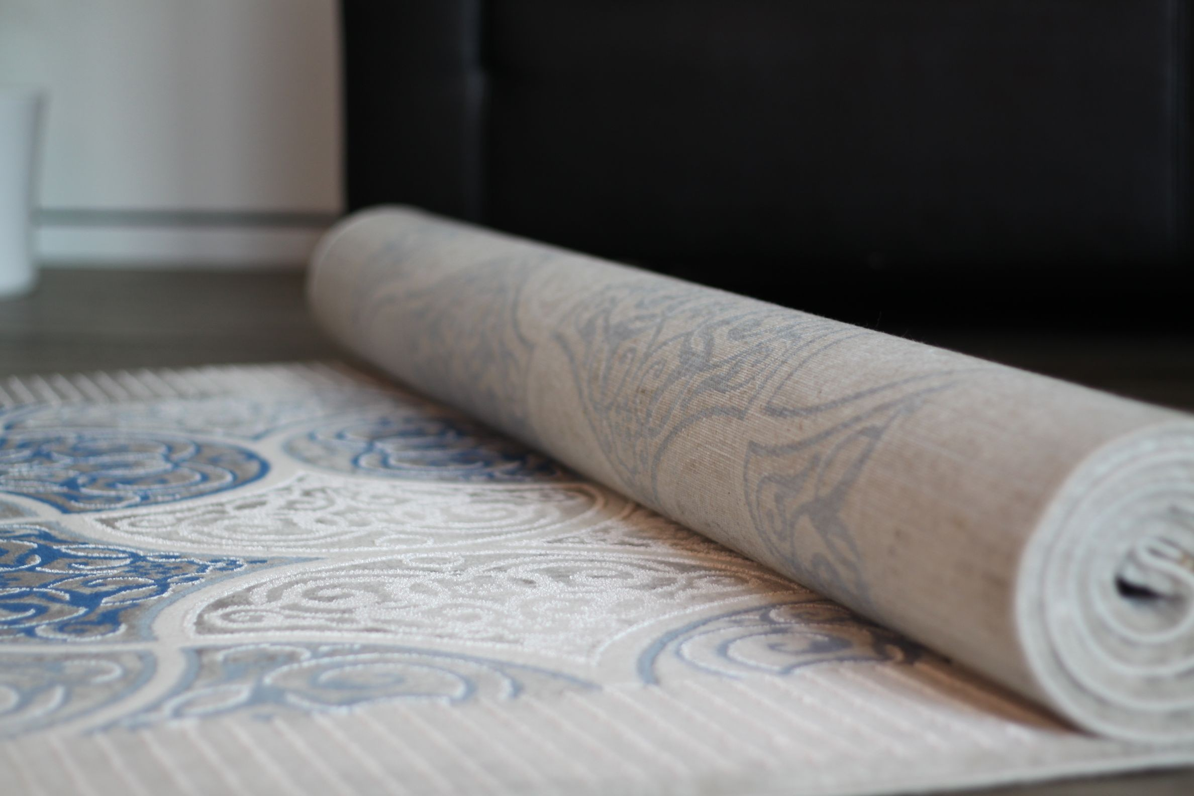 Tapis de salon baroque blue/blanc en acrylique hema