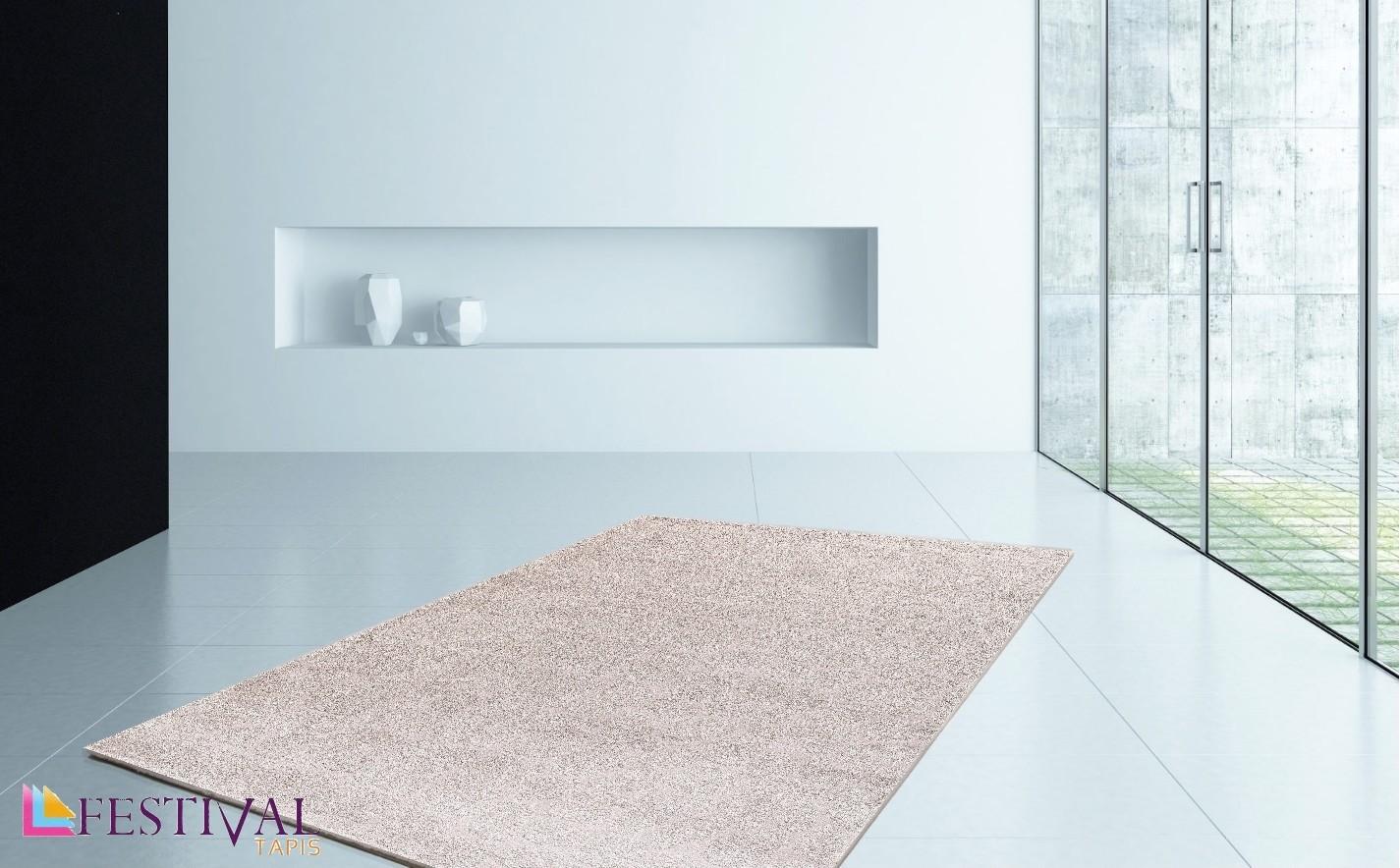 tapis uni beige avec decor en polyester tiss lumia. Black Bedroom Furniture Sets. Home Design Ideas
