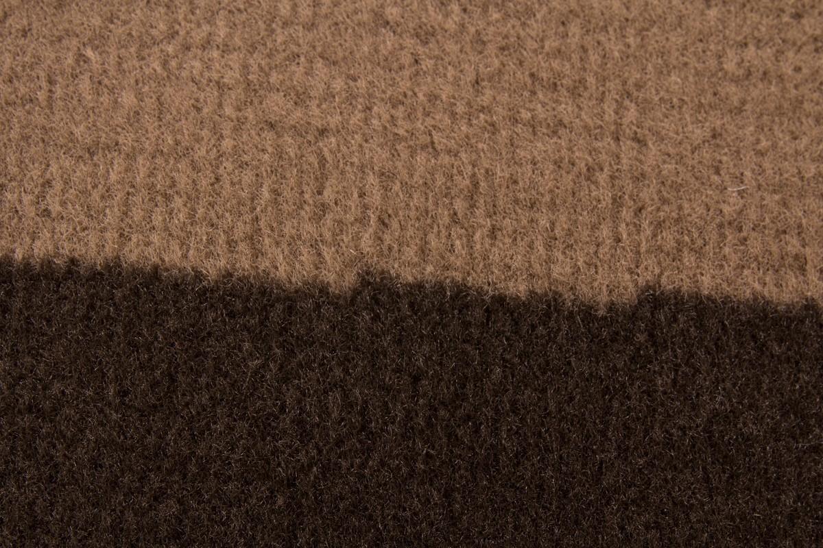tapis contemporain de couleur marron convers. Black Bedroom Furniture Sets. Home Design Ideas