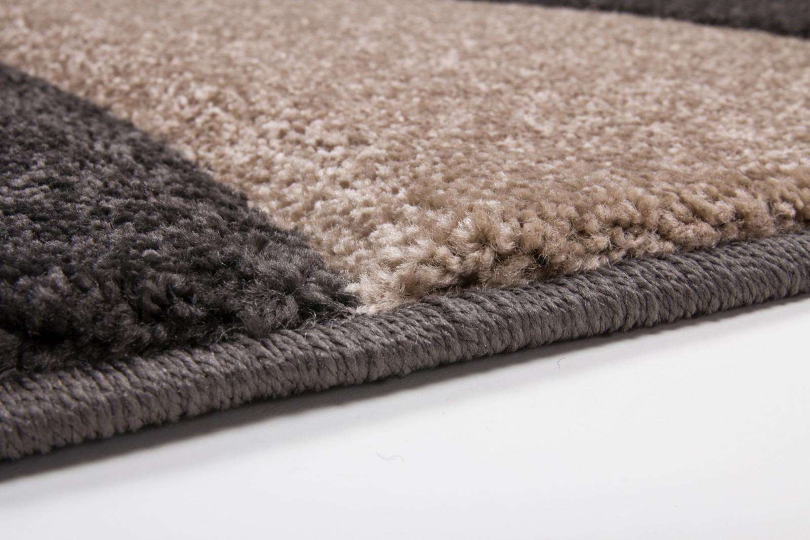 tapis salon marron top tapis design et modernes pas cher grands tapis salon marron beige ecru. Black Bedroom Furniture Sets. Home Design Ideas