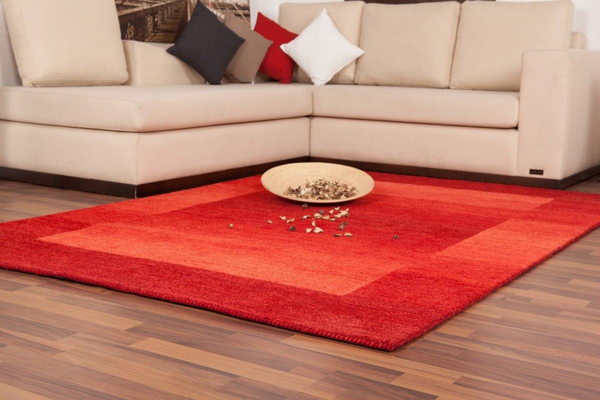 Tapis 100 laine fait la main coloris rouge gamma for Tapis salon rouge