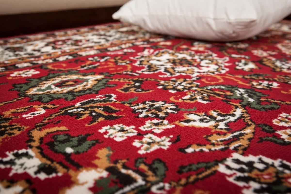 tapis de couloir oriental coloris rouge vif asso. Black Bedroom Furniture Sets. Home Design Ideas