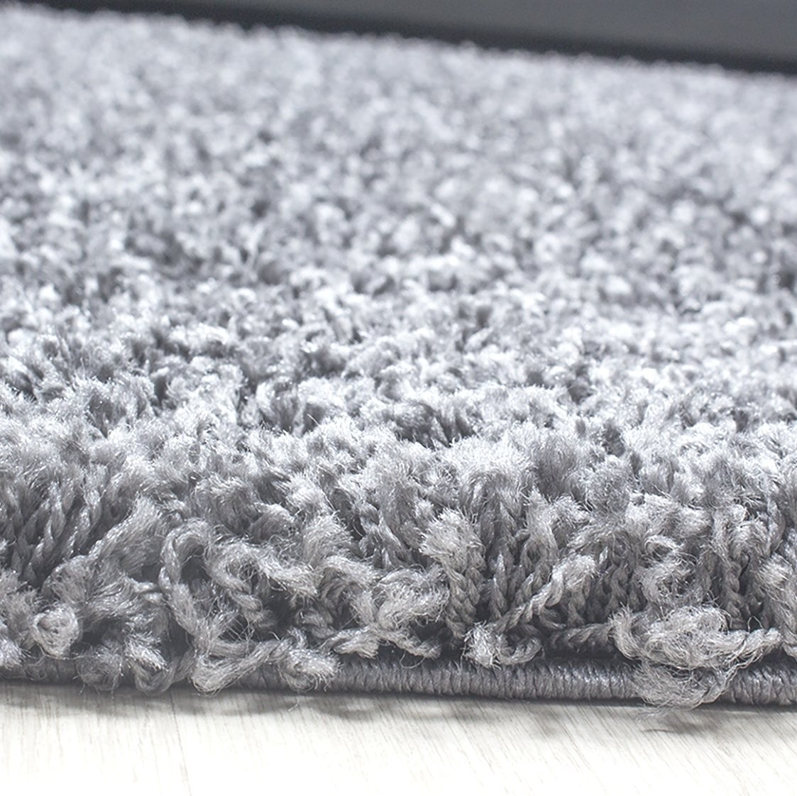 Tapis shaggy gris clair moderne tapis design uni en polypropyl ne vasco - Tapis shaggy noir pas cher ...